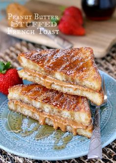 Peanut Butter Stuffed French Toast - Mom On Timeout - Breakfast Recipes Breakfast Desayunos, Breakfast Dishes, Breakfast Recipes, Fast Breakfast Ideas, Peanut Butter Recipes, Peanut Butter Toast, Peanut Butter Breakfast, Yummy Food, Tasty