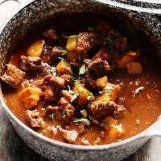 ZTRDG.nl kookt recepten in het seizoen en maakt Marokkaanse runderstoof met pompoen Lees meer op ZTRDG.nl.