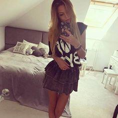 Zmysłowe topy opadające na jedno ramię to latem nasz ulubiony dodatek do szortów lub spódnic👌! W By Mięcie znajdziecie je w wielu wzorach i kolorach☀️😊☀️! Piękna @karolinaaaka w stylizacji @brillanteboutique Prosimy nie kopiować zdjęcia #bestseller #come #back #tshirts #boybay #bebydoll #yes #ponowniedostepne #lookfashion #lookoftheday #look #amazing #bymieta #follow4follow #inspiration #foryou #followme #fashionismypassion #fashion #lookfashion #fashionstyle #fashionlove