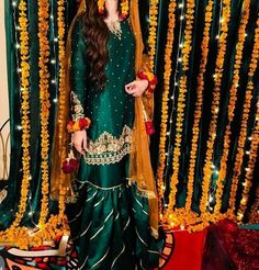 Likes, 3 Comments – Pakistani Style Guide ( on Instag… - Pakistani dresses Pakistani Mehndi Dress, Pakistani Party Wear Dresses, Asian Bridal Dresses, Shadi Dresses, Pakistani Wedding Outfits, Pakistani Bridal Wear, Pakistani Wedding Dresses, Pakistani Dress Design, Party Dresses