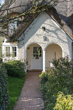 Cottage, Ickwell Green, Bedfordshire ~ love the arched doorway Small Cottage House Plans, Small Cottage Homes, Cute Cottage, Cottage Living, Cottage Style, Little Cottages, Small Cottages, Little Houses, Style At Home