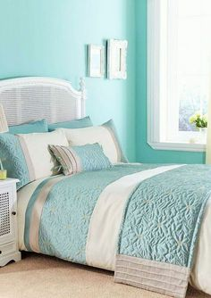 There are a lot of colors that are best and from which you can choose, here in the picture you can see sea green walls that are looking quite amazing. These walls are going exactly with the bed sheet of the room, you can see that its looking glamorous.