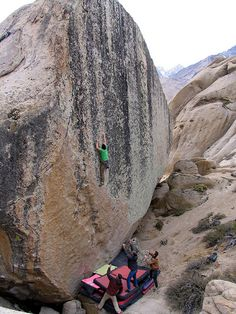 Alex Honnold on V9 Too Big to Flail - Bishop Buttermilk (California)  I love rocks but only to look at this kind not to be foolish enough to try climbing them.