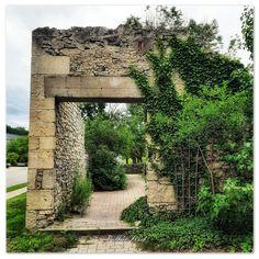 📸 @thatcambridgewoman Cambridge, Ontario, Arch, Canada, Outdoor Structures, Street, Garden, Water, Photography
