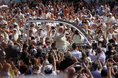 Papa Francesco tra la folla #benvenuTOFrancesco #Torino