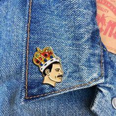 Freddie Mercury Gold metal with enamel paint Freddie Mercury, Nina Simone, Bowie, Jacket Pins, Cool Pins, Hard Enamel Pin, Pin And Patches, Pin Badges, Gemstone Colors