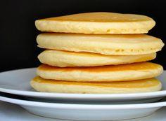 Ukusne, meke i brze za napraviti. Savršene su za doručak ili brzi dezert. Prosijte brašno, prašak za pecivo, so i sećer. Dodajte oto&sca...