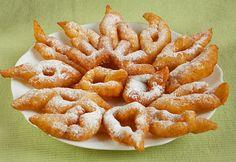Gyors tehéntúrós csöröge Hungarian Desserts, Hungarian Recipes, Fried Dough Recipes, Donuts, Non Plus Ultra, Speed Foods, Eat Pray Love, Great Desserts, Edible Flowers