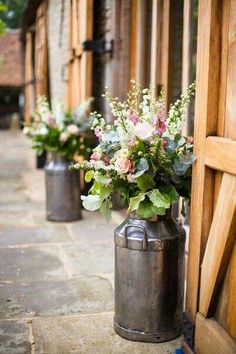 We met with our favourite floral artists - The Floristas - for their top tips on ensuring petal perfection on your wedding day. Barn Wedding Venue, Farm Wedding, Boho Wedding, Dream Wedding, Barn Wedding Flowers, Trendy Wedding, Mauve Wedding, Wedding Table, Flowers For Weddings