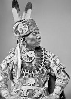 An old photograph of Standing Eating aka Waruche Na Yin aka Wetcunie - Oto 1884 [B]. Native American Pictures, Native American Quotes, Native American Symbols, Native American Beauty, Native American History, American Indians, British History, American Women, American Art