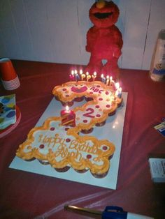 Elmo #2 cake; pull apart cupcake cake