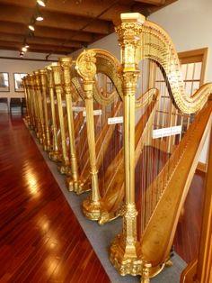 http://www.annahagenharpist.com/wp/wp-content/uploads/2013/01/Antique-harps-at-Lyon-Healy.jpg