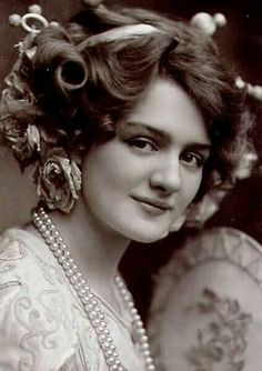 Image detail for -Lily Elsie, the Most Photographed Actress in the Edwardian Era Vintage Photos Women, Vintage Girls, Vintage Pictures, Vintage Photographs, Edwardian Era, Edwardian Fashion, Vintage Fashion, Victorian, Vintage Glamour