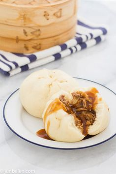 The best pi food! Homemade Pork Asado Siopao (Pork Buns) To keep your meal low cal, serve two alongside a low cal Asian salad Easy Filipino Recipes, Filipino Desserts, Asian Recipes, Filipino Food, Filipino Dishes, Filipino Siopao Recipe, Pinoy Dessert, Pinoy Recipe, Pork Recipes
