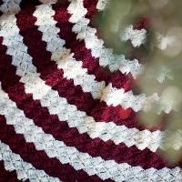 Yarnspirations.com - Caron Christmas Tree Skirt - Patterns ...