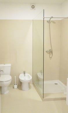 Construímos este quarto de banho económico e funcional. #wc #quarto de banho #remodelações