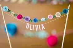 Festa De Brincar - as festas de brincar (: badeirinhas com o nome da aniversariante com pequenas rosas de papel para colocar em cima do bolo