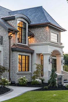 White Exterior Houses, Luxury Homes Exterior, Classic House Exterior, Modern Exterior House Designs, Dream House Exterior, Modern House Design, Exterior Design, House Outside Design, House Front Design