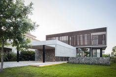 Image 1 of 24 from gallery of Sukkha House / OON Architecture. Photograph by Alejandro Peral Architecture Photo, Residential Architecture, Facade Design, House Design, Patio Grande, Marble House, Internal Courtyard, Concrete Houses, Architectural Photographers