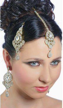 Stone work ear rings in gold with decorative designs on it. Sapphire Earrings, Stone Earrings, Women's Earrings, Silver Jhumkas, Celebrity Gowns, Stone Work, Fashion Addict, Fashion Earrings, Jewelry Sets