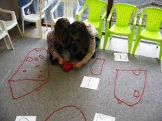 Anneke / Touwfiguren / Inhoud: 2 bollen wol, 2 scharen, kaartjes met voorbeelden