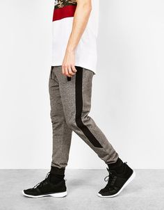 Bershka United Kingdom - Contrast jogger trousers Jogger Pants Outfit, Mens Jogger Pants, Mens Sweatpants, Booties Outfit, Outfit Zusammenstellen, Best Joggers, Sport Mode, Thanksgiving Outfit, African Shirts