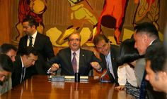 Réu na Lava-Jato, Cunha recebe visita de delegados da PF para pedir apoio - Jornal O Globo
