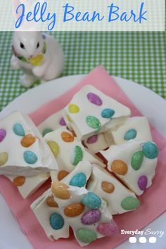 Looking for an easy Easter treat? Try this Jelly Bean bark recipe. So cute and so easy. Perfect for an Easter celebration. Bag it up and give as Easter treats. Hoppy Easter, Easter Eggs, Easter Food, Easter Bunny, Easter Decor, Holiday Treats, Holiday Recipes, Holiday Foods, Holiday Fun