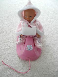 Miniworld Baby Born Puppe 12 cm und my mini Schlitten - rosa Outfit