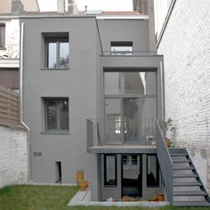 Trendy home renovation exterior grey Ideas Townhouse Exterior, Diy Projects Apartment, Style Minimaliste, Grey Houses, Minimalist Apartment, Small Buildings, Trendy Home, Modern House Design, Architecture