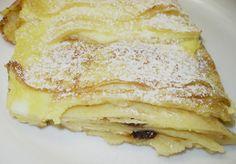 Běžným způsobem si připravíme palačinky, rozetřeme na ně tvarohovou náplň, srolujeme a překrojíme nebo přeložíme do šátečků a rovnáme trochu přes… Sweet Dishes Recipes, Dessert Recipes, Desserts, Czech Recipes, Ethnic Recipes, Look Body, Apple Pie, Smoothies, Pancakes
