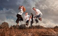 Family picture poses, family portrait photography, family photo sessions, f Family Portrait Poses, Family Picture Poses, Family Portrait Photography, Family Photo Sessions, Family Posing, Photography Poses, Children Photography, Portrait Ideas, Outdoor Family Portraits