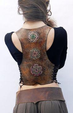 Leather vest, pixie leather vest, boho vest – Yeşim Kalyoncu – Join in the world of pin Leather Jewelry, Leather Craft, Crea Cuir, Mode Hippie, Leather Armor, Diy Leather Vest, Estilo Hippie, Leder Outfits, Bracelet Cuir