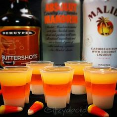 Candy Corn Jello Shots {The Tipsy Bartender} Halloween Cocktails, Halloween Jello Shots, Halloween Food For Party, Halloween Treats, Adult Halloween Drinks, Halloween Halloween, Holloween Party Ideas, Halloween Food For Adults, Halloween Costumes