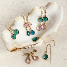 Get ideas for creative activities with Home-made jewellery and buy the materials here! We have everything for DIY Home-made jewellery and easy step-by-step guides for you Lace Bracelet, Bracelets, Turquoise Necklace, Hanger, Drop Earrings, Creative, Jewelry, Accessories, Homemade Jewellery