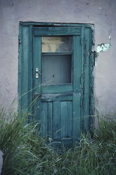 I love old doors and I love turquois. Say no more.