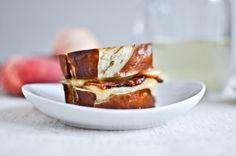 Lunch Rezept: Speck Gouda Laugensandwich mit Pfirsich - HYYPERLIC