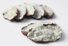 Feuilles de Menthe Cristallisées au Chocolat Foie Gras, Dessert Recipes, Desserts, Healthy Recipes, Snacks, Cookies, Eat, Food, Green