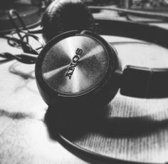 #sony #headphones #sound #original #vintage #design #foto #fotografia #фоторабота #blackandwhite #trend #gadget #artdjartem