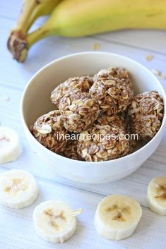 Easy banana no bake energy bites made with peanut butter oats and honey. A delicious healthy snack recipe! Looking for a quick and easy healthy snack recipe? You're in the right place. Try these easy banana no bake energy bites! This delicious energy b Yummy Healthy Snacks, Healthy Snacks For Diabetics, Quick Snacks, Healthy Baking, Healthy Recipes, Healthy Food, Diabetic Snacks, Healthy Breakfasts, Healthy Cookies