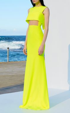 Get inspired and discover Alex Perry trunkshow! Shop the latest Alex Perry collection at Moda Operandi. Elegant Dresses, Nice Dresses, Mode Monochrome, Vestidos Neon, Alex Perry, Looks Chic, Couture Fashion, 70s Fashion, Beautiful Gowns