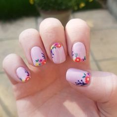 Jump into the flowery season with these spring nail designs! Check out this list of designs to find your new spring nail design and you will get a serious case of spring fever! Glittery Nails, Neon Nails, Pastel Nails, Colorful Nails, Shellac Nails, Nail Polishes, Stiletto Nails, Diy Nails, Flower Nail Designs