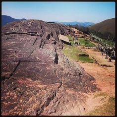 Conjunto habitacional excavado en el centro arqueologico Fuerte de Samaipata en Santa Cruz, Bolivia Monument Valley, Places Ive Been, Grand Canyon, World, Nature, Image, Santa Cruz, Brazil, Carnival