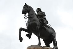 File:Charles I statue by Le Sueur in Trafalgar Square