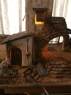 Christmas Crib Ideas, Christmas Nativity Scene, City Scene, Love Images, Paper Toys, Diorama, Cribs, Medieval, Diy And Crafts