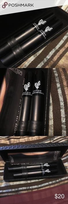 3D fiber Mascara I have a brand new set of younique 3D fiber mascara. I received 2 as a gift and getting rid of one. Comes with case younique Makeup Mascara