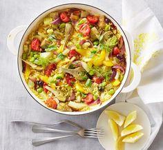 Gemüse-Paella: Dicke Bohnen, Artischocken, Fenchel, Oliven und natürlich Reis: ein harmonisches Potpourri aus Farbe und Aroma.