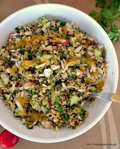 Aromatic quinoa salad with garlicky mustard sauce Salad Recipes, Diet Recipes, Vegetarian Recipes, Cooking Recipes, Healthy Recipes, Recipies, Salad Bar, Quinoa Salad, Soup And Salad