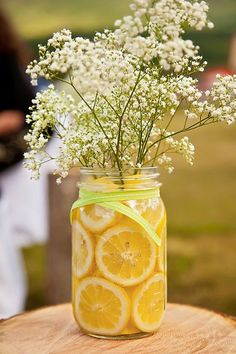 Citrus in Mason Jars with Babies Breath I Leslie Spurlock Photography I #WeddingCenterpiece