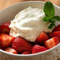 Olive Garden Strawberries Romanoff recipe featured on DesktopCookbook. Ingredients for this Olive Garden Strawberries Romanoff recipe include 2 cups sour cream, cup brown sugar, Juice of 1 orange, and 1 Tbsp Triple Sec. Create your own online recipe box. Just Desserts, Delicious Desserts, Yummy Food, Cold Desserts, Summer Desserts, Dessert Dishes, Dessert Recipes, Fruit Recipes, Strawberries Romanoff